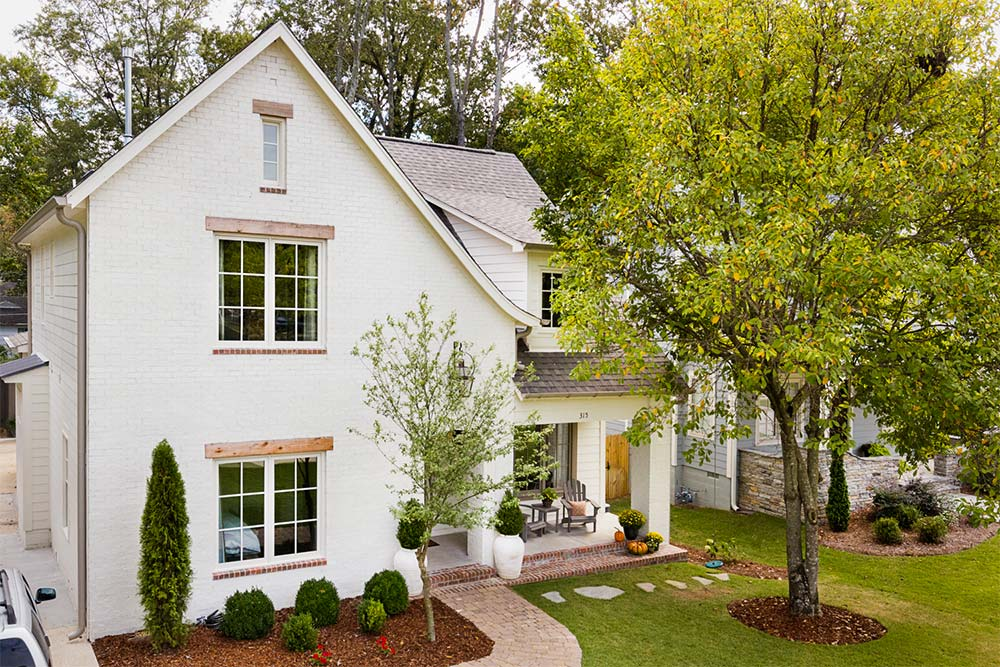 The Best White Paint Colors for Exteriors - Plank and Pillow