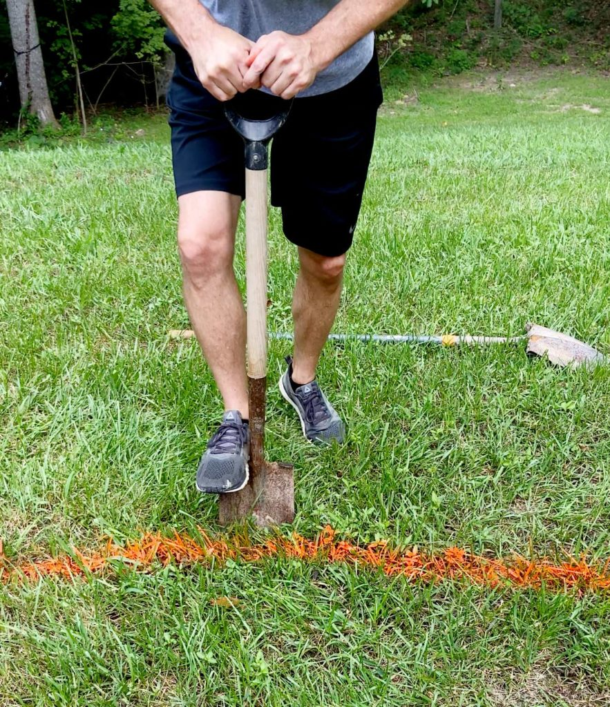 Picture of: How To Edge A Flower Bed Like A Pro Plank And Pillow